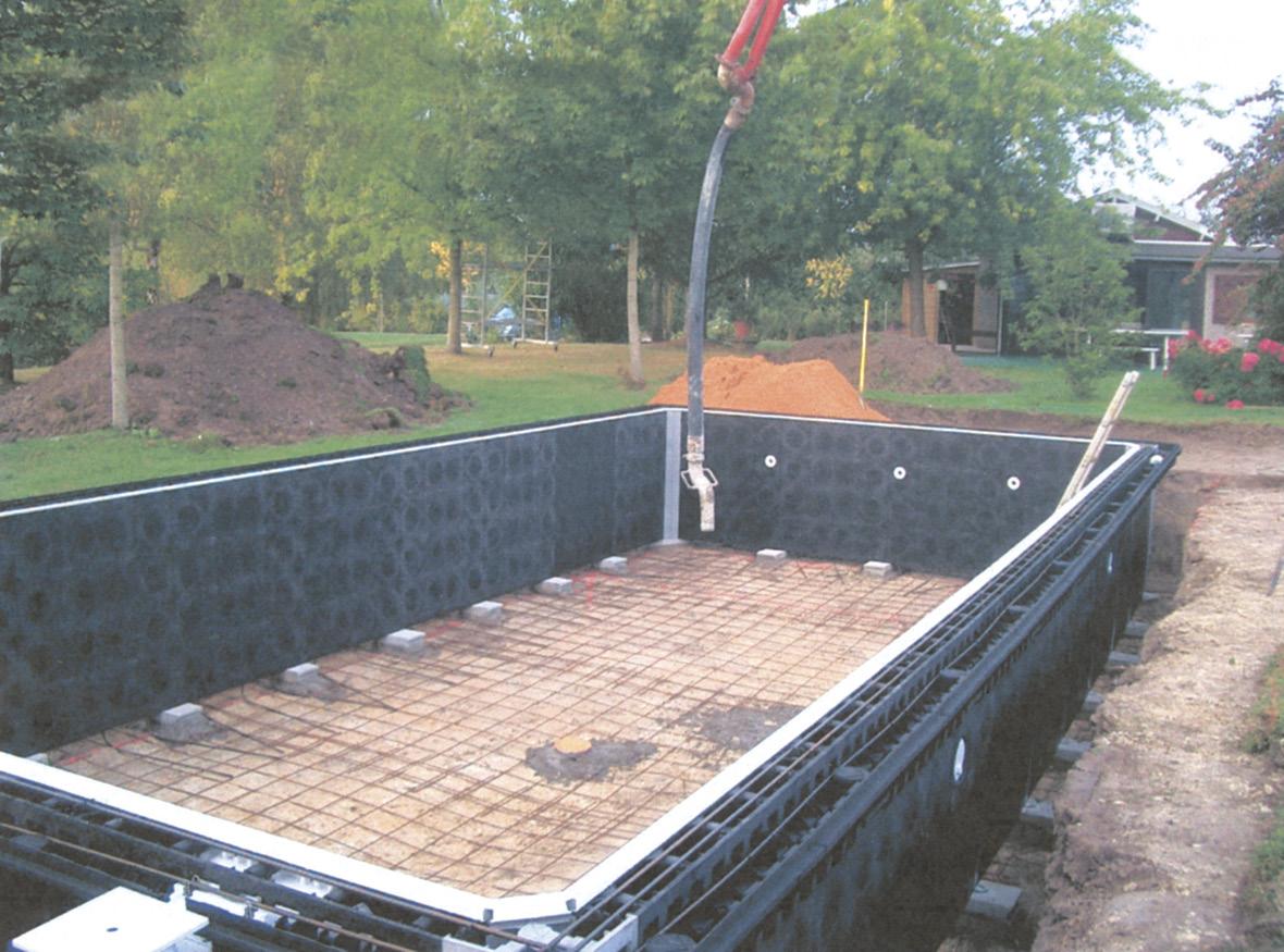 Pasul doi in constructia unei piscine din beton cu cofraj pierdut Montajul Cofrajului detasabil