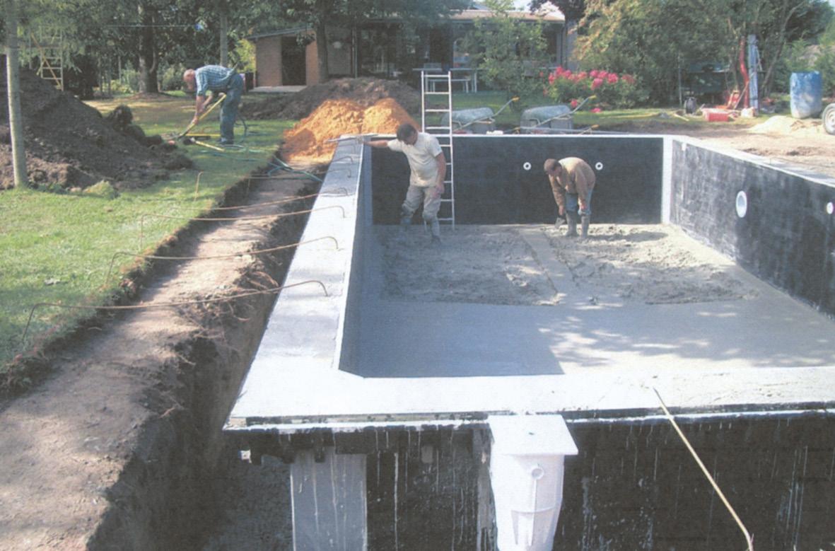Turnarea betonului are loc in a treia etapa a construirii unei piscine cu cofraj pierdut