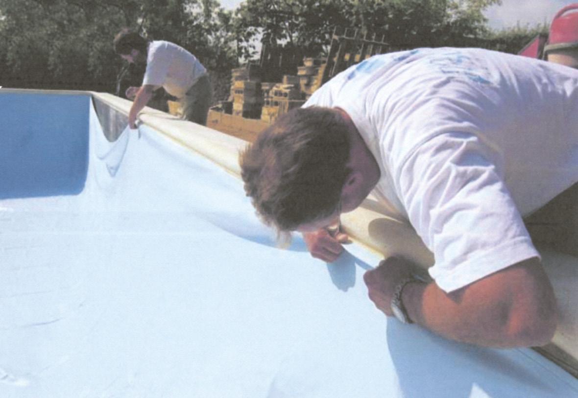 Montarea line-urlui are loc in ultima etapa a construirii unei piscine din beton cu cofraj pierdut