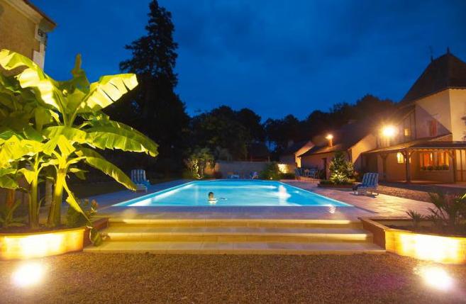 Vezi avantajele piscinelor din beton cu cofraj pierdut