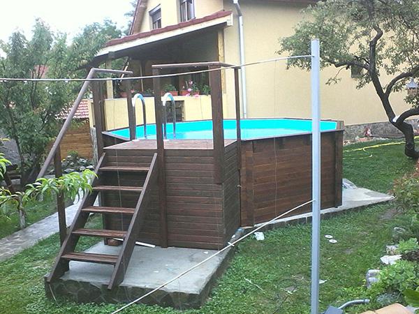 Piscine din lemn constructii piscine supraterane din for Amenajari piscine