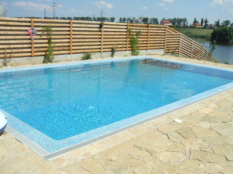 Piscine din otel constructii piscine din otel hobbit for Constructii piscine