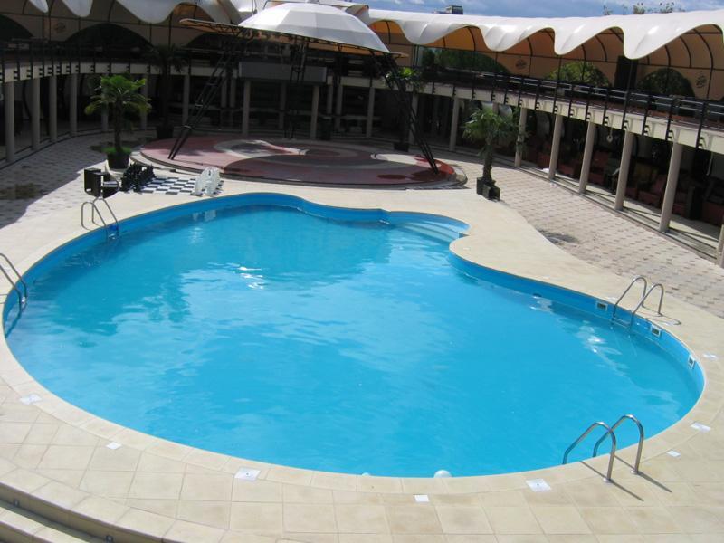 Tipuri de piscina - piscina ingropata