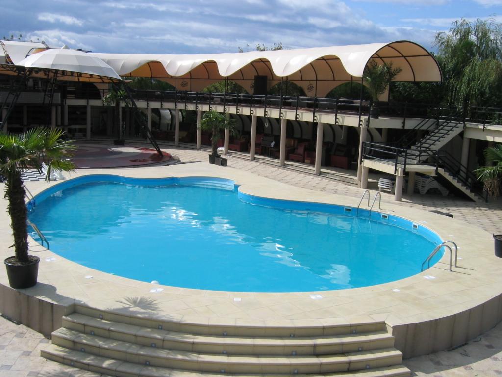 Pretul unei piscine costurile unei piscine hobbit for Constructie piscine